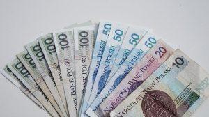Banknoty 100 zł, 50 zł, 20 zł i 10 zł