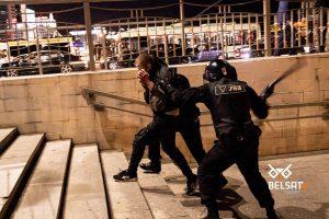 Milicja białoruska bije przechodniów